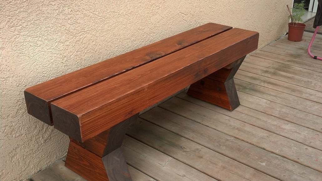 ספסל מעץ