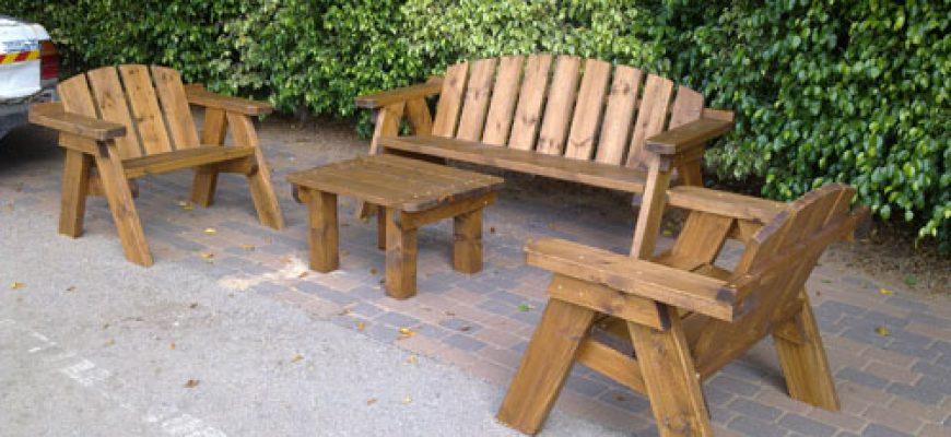 ספסל מעץ לגינה – ספסל הבית שלנו